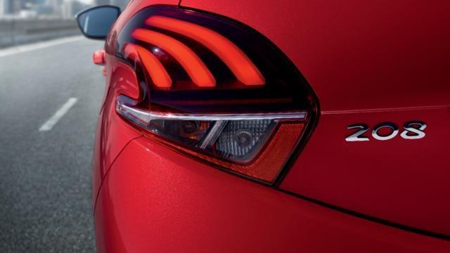 PEUGEOT-208-Kleinwagen-Lichtsignatur