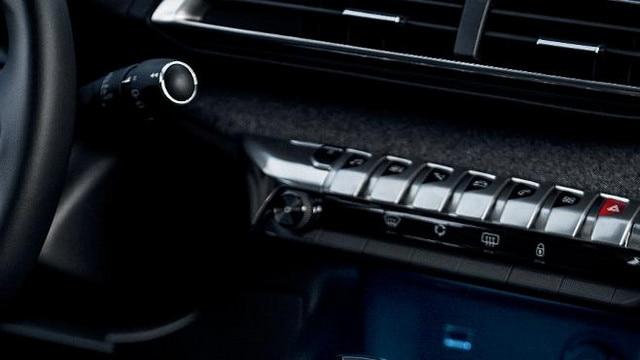 PEUGEOT-5008-Family-SUV-Inenndesign-Moderne-Materialien-Chromakzente