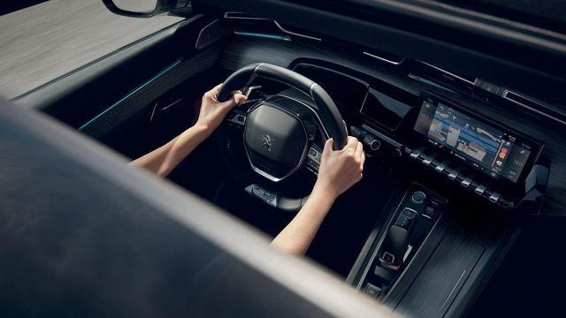 """Der neue Kombi PEUGEOT 508 SW, kapazitiver 10""""-Touchscreen, Funktion Mirror Screen und vernetzte 3D-Navigation mit Spracherkennung"""