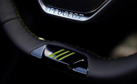 Neuer PEUGEOT 508 PSE HYBRID4 – Sportliches Lenkrad