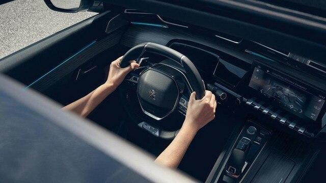 > Neue Limousine PEUGEOT 508 GT, PEUGEOT i-Cockpit® mit Kombiinstrument und kompaktem Lenkrad