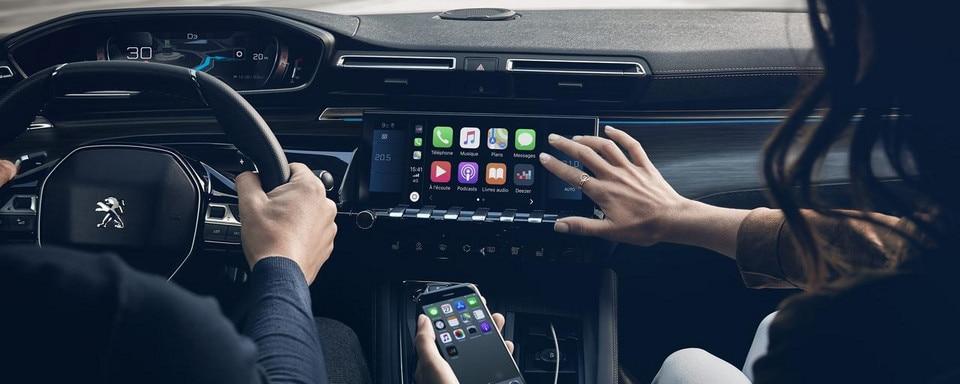Neue PEUGEOT 508 Limousine, kapazitiver 10-Zoll-Touchscreen, Mirror Screen und 3D-Navigation